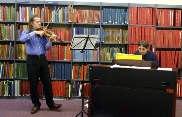 Simon Baggs Playing Elgar's Violin Sonata